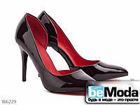 Класические туфли лодочки с вырезом во внутренней стороне бордовые