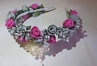 Ободок с малиновыми и серыми розами