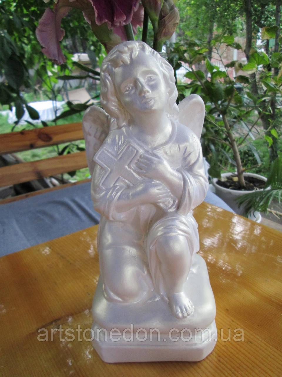 Статуэтка ангела с крестом из бетона