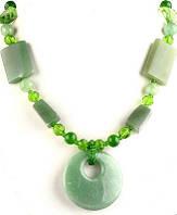 Бусы из натурального камня  зеленого Агата с медальоном