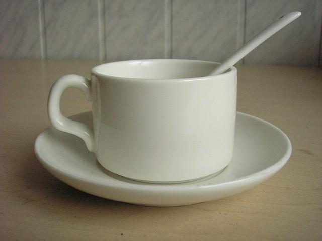 Чашки чайные с блюдцем и ложечкой