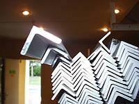 Алюминиевый профиль — уголок  размером 10х10х1