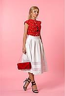 Праздничный женский костюм с белой оригинальной юбкой и красной шифоновой блузой