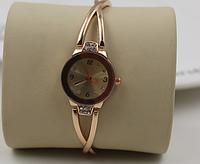 Позолоченые женские кварцевые часы из нержавеющей стали в позолоте 18к