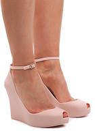 Женские туфли на лето из резины