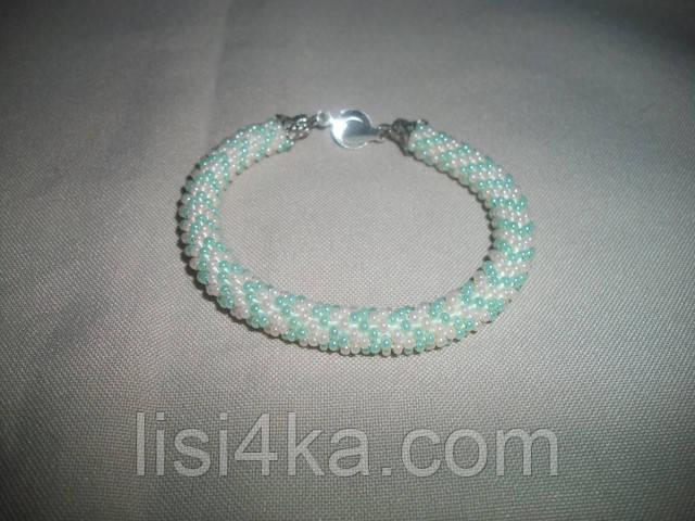 Узорный бирюзово-персиковый браслет-жгут из бисера