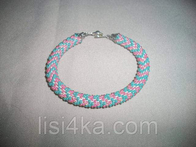 Узорный бирюзово-розовый браслет-жгут из бисера