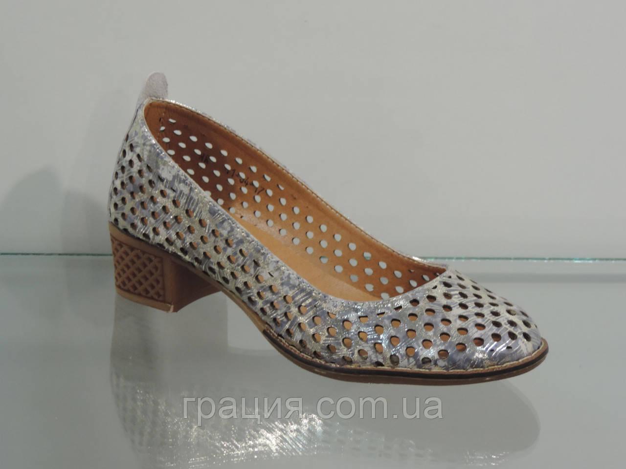 Шкіряні жіночі туфлі з перфорацією на більшому підборах