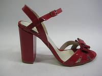 Кожаные босоножки красного цвета Santini