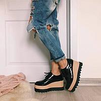 Лаковые туфли на черной подошве