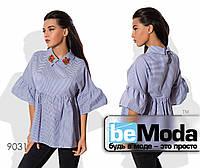 Элегантная женская блуза в мелкую полоску с декоративной вышивкой синяя