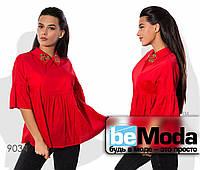 Элегантная женская блуза с декоративной вышивкой красная