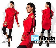 Стильная женская удлиненная рубашка с вышивкой и вырезами на плечах красная