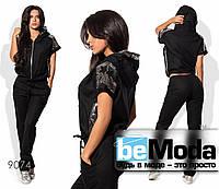 Комфортный женский брючный костюм из стрейч льна со вставками из пайеток черный