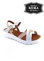 Женские кожаные сандалии с подвеской-стразинкой (пудровые) Sollorini № 5746-31