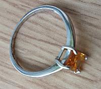 Кольцо серебряное 925 с натуральным цитрином р18.19