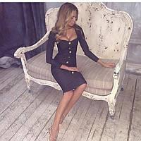 Короткое приталенное платье с супер утяжкой декорированное фурнитурой