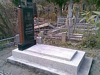 Памятник с фундаментом из мраморной крошки