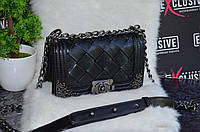 Кожаная сумка Шанель бой с металлическими уголками.