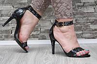 Босоножки черные на каблуке с пряжкой Змея, фото 1