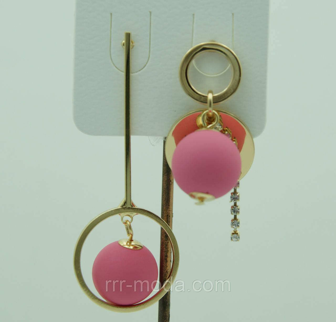 Розовые висячие серьги пусеты. Модные серьги с шариками 3055
