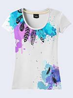 Обворожительная женская футболка Перья и цветные кляксы с красочным рисунком. Короткий рукав.
