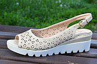 Босоножки, сандали на платформе женские цвет беж на пряжке легкие
