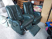 Шикарое кожаное кресло реклайнер с функциями массажа.