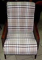 Комфортные недорогие деревянные кресла с подлокотниками б/у, цена за пару.