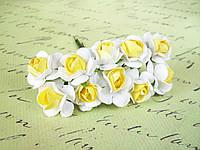 Декоративные бумажные цветочки 10 шт., розы для скрапбукинга 2,5 см на ножке бело-желтые, фото 1