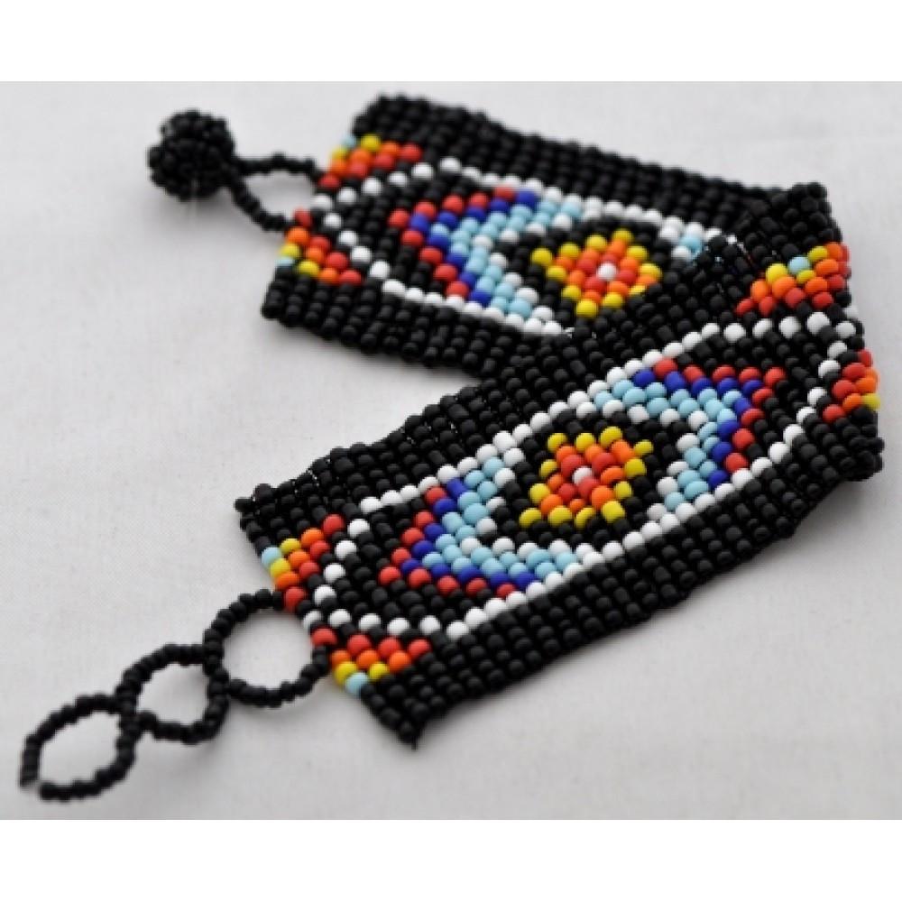 Этнический браслет из бисера