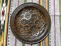 Дерев'яна тарілка сувенірна ручної роботи різьблена та інхрустована міддю 26 см