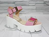 Яркие розовые сандалии на платформе. Натуральная кожа. 1066