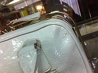 Лаковая белая сумочка