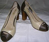 Босоножки женские на каблуке кожаные