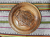 Тарілка різьбленна сувенірна дерев'яна ручної роботи 25 см
