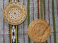 Сувенірна дерев'яна тарілка інкрустована бісером різьбленна в асортименті 21-24 см