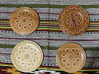 Сувенірна тарілка ручної роботи дерев'яна різьбленна 17,5 см