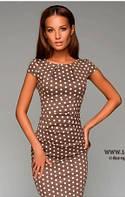 Платье футляр бежевое в горошек  с драпировкой на талии