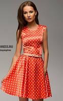 Платье в горошек коралового цвета  с клешеной юбкой в ретро стиле с воротником