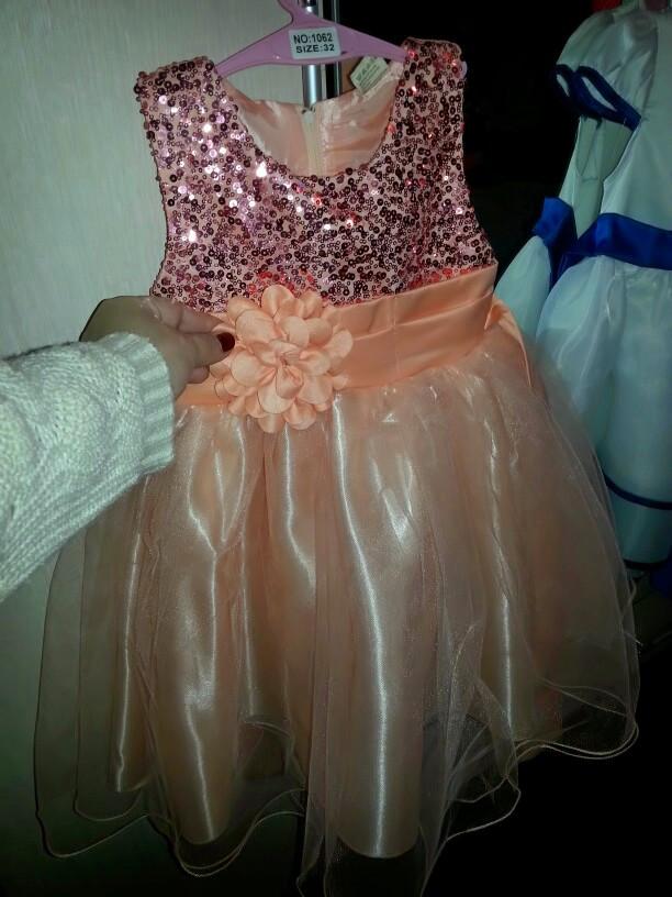 de34227f6f2 ... фото Нарядное платье с паетками пудра для девочки на 1- 1
