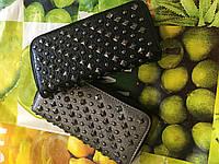 Женский кошелек с заклепками