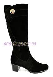 Женские классические замшевые сапоги на невысоком каблуке. Батал