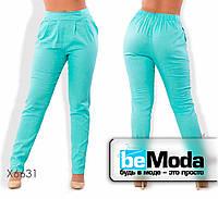 Оригинальные женские льняные брюки облагающего кроя на резинке голубые