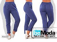 Оригинальные женские льняные брюки облагающего кроя на резинке синие