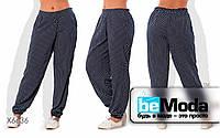 Широкие женские брюки больших размеров  из штапеля с принтом черные