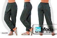 Широкие женские брюки больших размеров  из штапеля с принтом зеленые
