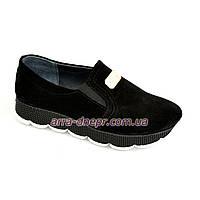 Туфли женские из натуральной замши черного цвета, на утолщенной подошве, декорированы фурнитурой