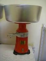 Электрический сепаратор для молока СЦМ-100-18, Мотор Сич  (Корпус металлический)