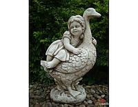 Садовая фигура из стекло-фиброцемента Девочка с гусем 40х25х60 см